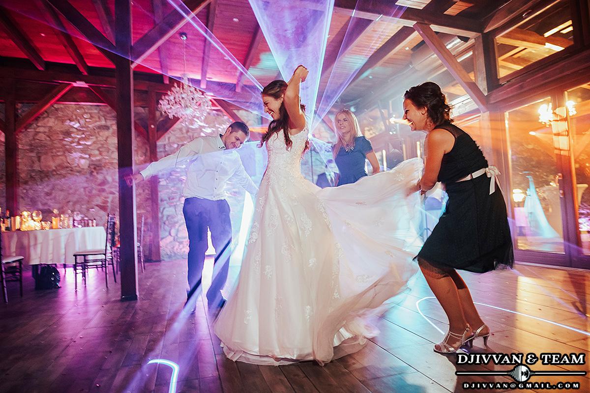 Dj Ivvan & Team na svadbu Vináreň u Ludvíka - Starý dom - svetlá na parket